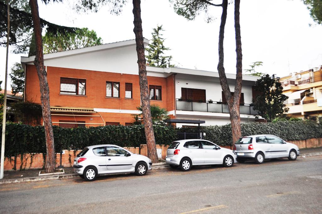 Rifacimento facciata e tetto condominiale in zona Rebbibia, Roma